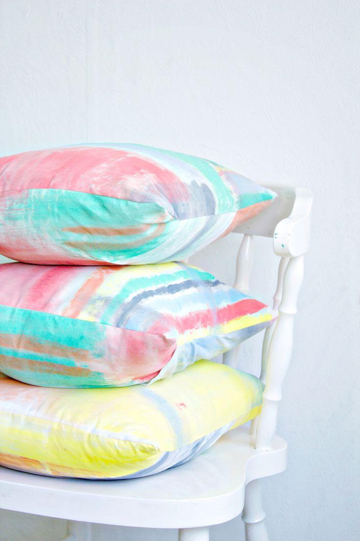 Brushstroke cushion covers - DIY pillows - DIY cushions - paint a cushion cover