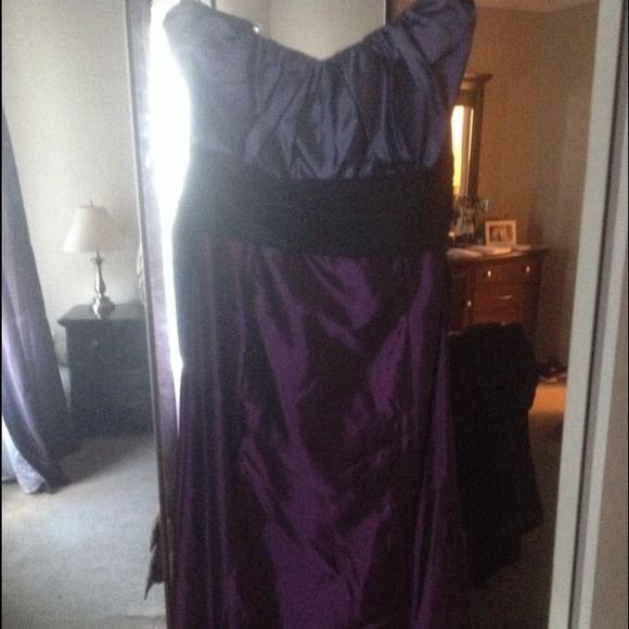JIM HJELM Size 14 NEVER WORN W/ TAGS Style 5823 Tranquil satin-faced taffeta strapless trumpet bridesmaid gown, gathered empire bodice with attached black sash. Not sure of exact name of colors. Top is slate-ish purple? Skirt is more plum. See pics in comments All 3-toned satin faced taffeta colors. Retail around $385. Saw selling online ranging from $165-260. Make reasonable offer. Just looking to clear closet space Jim Hjelm Dresses