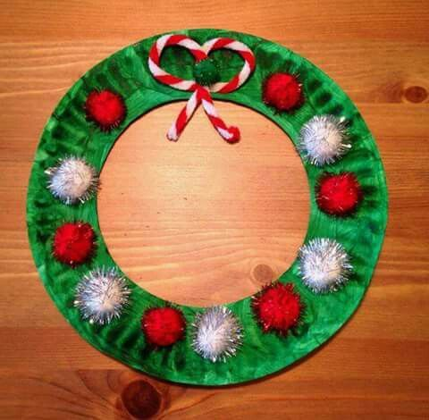 Cute Christmas Wreath! Easy for kids to make.