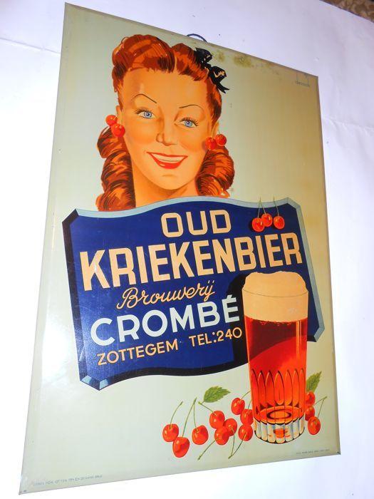 Oud KriekenbierBrouwerijCrombé - 1947  Reclamebord metaal Oud Kriekenbier ontwerp De Cock jaar 1947 Oud kriekenbier Brouwerij Crombé uit Zottegem Op het bord L.O Usines Rob Otten 734 Ch De Gand Brux R.O Taxé Payée Brux 1834 - 652 - 1947.Afm. H 49 cm - Br 34 cm - in gebruikte staat zie foto's Brouwerij Crombé is een belgische bierfirma in Zottegem Oost VL. .Opgericht omstreeks 1800 .De huidige bedrijfsleider is Jo Crombé 7 de generatie Ophalen of verzenden Verzenden via DPD met tracking…