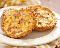 Mini quiches lorraines rapides (facile) - Une recette CuisineAZ
