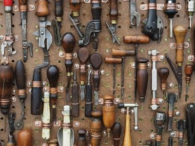 Scopriamo insieme quali sono gli utensili da possedere in casa per lavorare il legno! #wood #legno #utensili #strumenti #attrezzi #lavorarelegno #lavorazionelegno #DIY