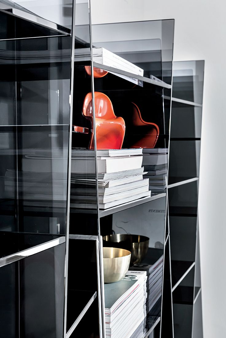 Delphi #glass #bookcase #detail
