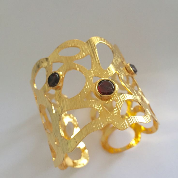 Bracelet Stud  gold plated brass & Garnet