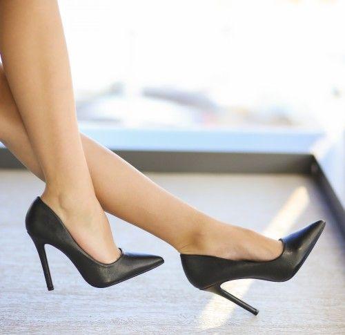Pantofi Labest Negri - <br>Culoare:  Negru<br>Dimensiune toc:  11<br>Material:  Piele eco Colectia Pantofi cu toc de la  www.cutoc.net