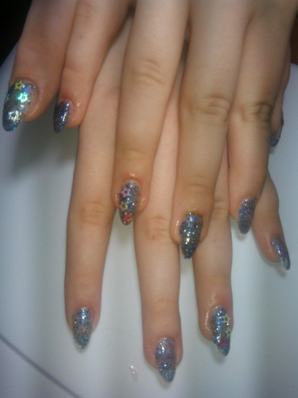 Cute star-decorated nails perfect for a classy event or just for going outside with friends!