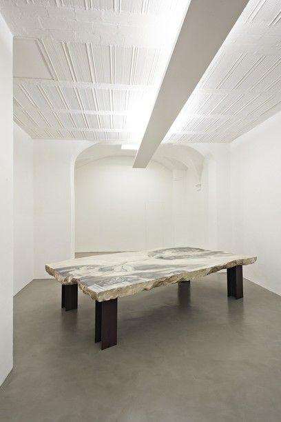 Fabio Viale - GAP, 2015, marmo bianco, cm 329 X 200 X 75,  marmo bianco e pigmenti, courtesy Galleria Poggiali e Forconi - Contemporary sacred art | CoSA