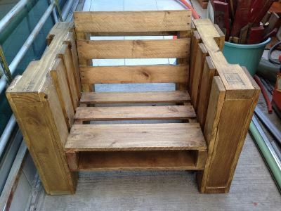 a chair made of pallets