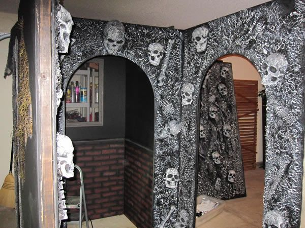 Previous pinner says my 2010 garage haunt page 2 for Diy haunted house walls