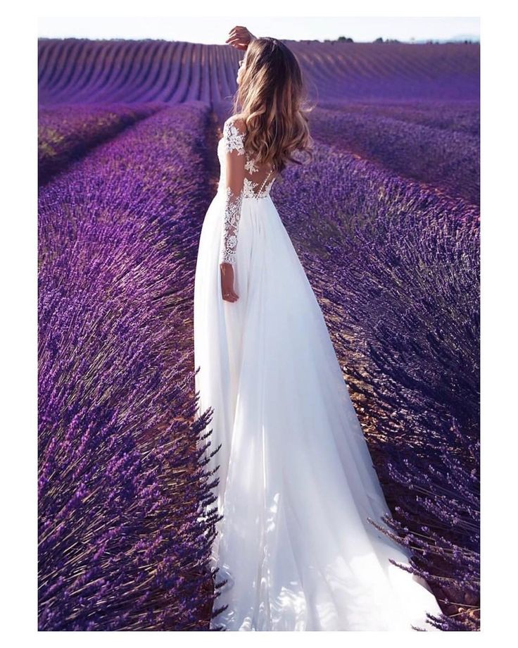 Adoro la lavanda; sus paisajes únicos e inconfundibles su aroma incomparable y su color   #lavanda #lavender #saturday #wedding #weddingday #boda #bride #bridetobe #bridal #novia #groom #mariee #weddingdress  #bridaldress #vestidodenovia #photography #photoshoot #bohemian #flowers #flores #inlove #amazing #Beautiful #stunning #weddinginspiration #inspiration #love #like #picoftheday #siempremia