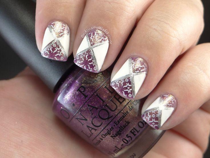 Tutorial  http://ordinarymisfit.com/2013/11/15/diagonal-nail-art/