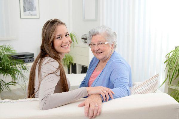 """""""Jongens? Nee, die hoef ik niet meer"""", zegt ze resoluut. Femke Nijeveen uit Amstelveen heeft al bijna een jaar verkering met Klazien (82). """"Met haar wil ik oud worden"""", zegtFemke. Femkegiechelt, als ze vertelt hoe haar relatie met Klazienbegon. """"Ik liep stage in het bejaardenhuis en moest haar elke week wassen. In het begin was het gewoon werk hoor, maar [...]"""