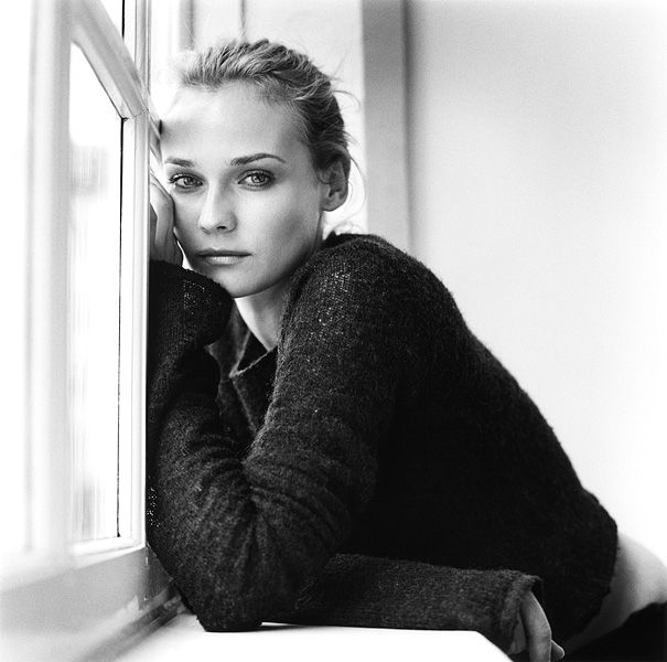 Diane Kruger. Pose and window lighting.
