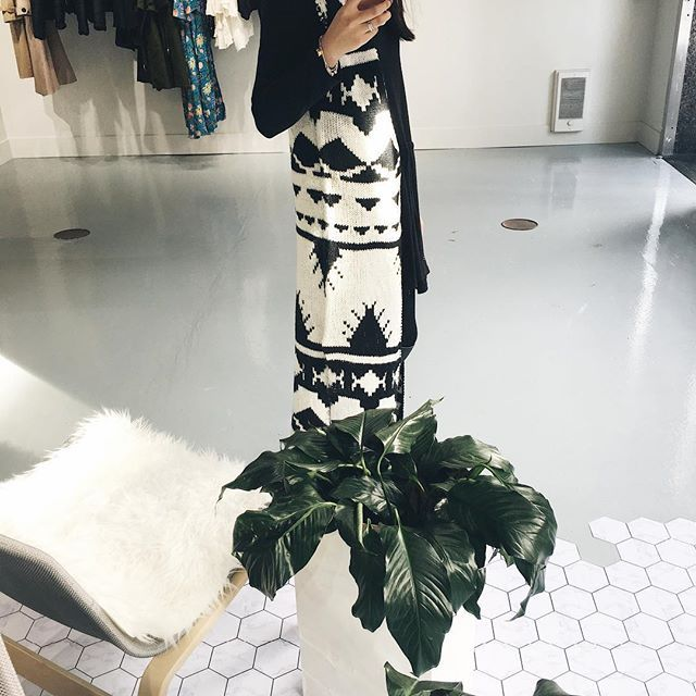 Who doesn't like a cozy blanket cardigan ☕️ 🍂🍂  .  .  .  .  .  .  .  #unicorniostudio #newarrivals #fashionlovers #fashionboutique #supportlocal #fashionblogger #ukfashion #canadianfashion #ootd #ootdfashion #instafashion #yyt #ootdfashion #lookbook #cardigan #falllooks #instafashion #shoplocal #storeopening