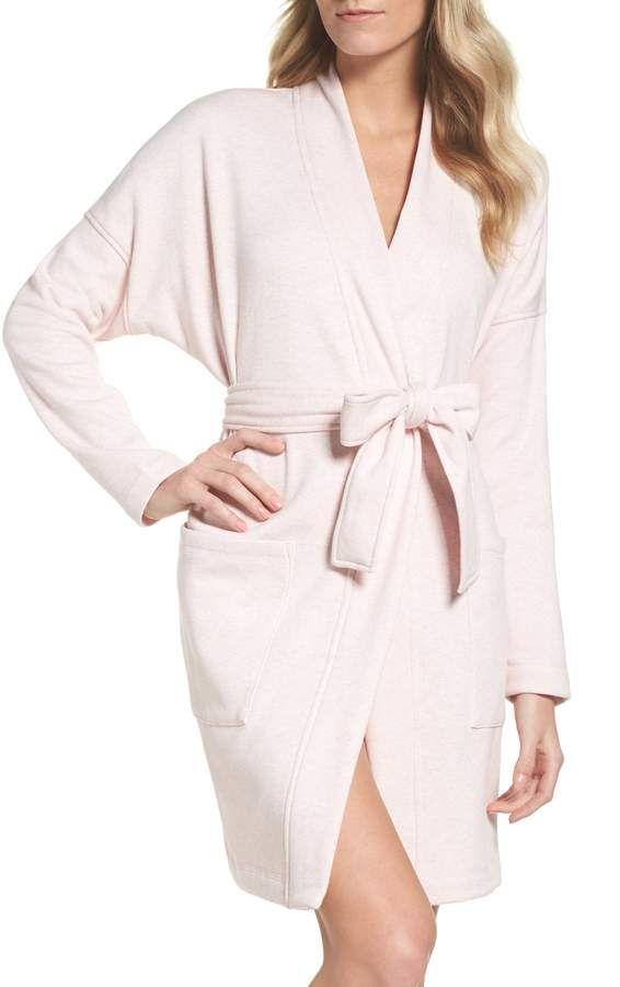 girls-petite-zipper-robe-threesome-pics