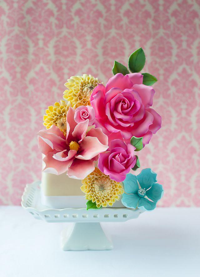 Lulu's Sweet Secrets: Mini Flower Cake