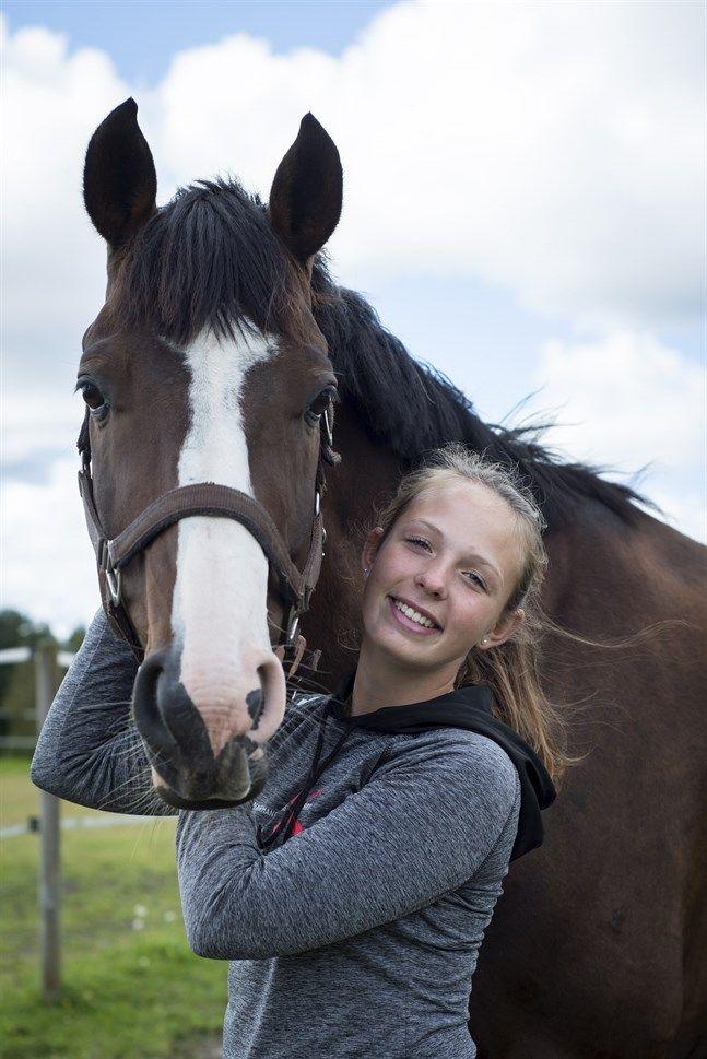 Eirin Losvik (Nykarleby) vann sin första internationella tävling i fälttävlan i juni i år. På meritlistan finns ett FM-guld i juniorklassen och tre FM-guld för unga ryttare.