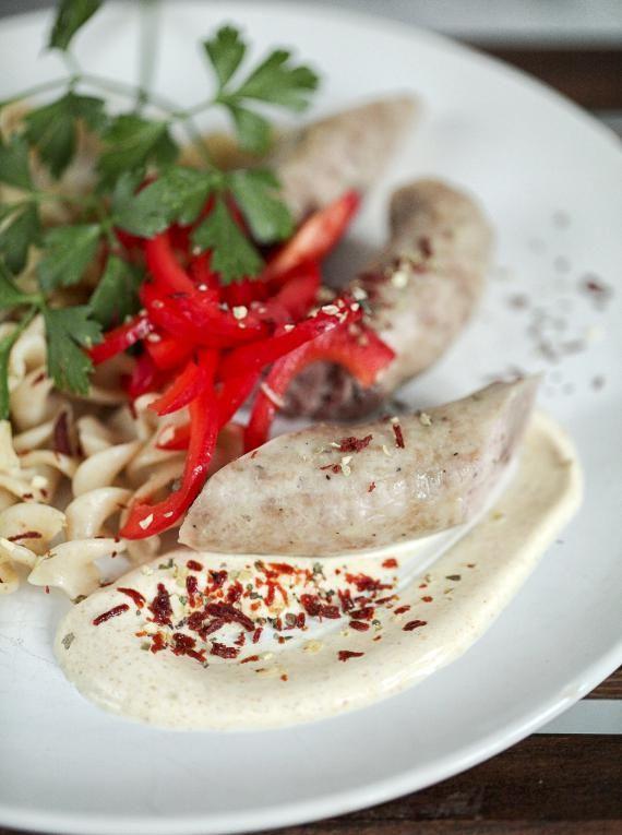 Pomysły na świąteczne śniadanie: biała kiełbasa na parze z sosem curry…