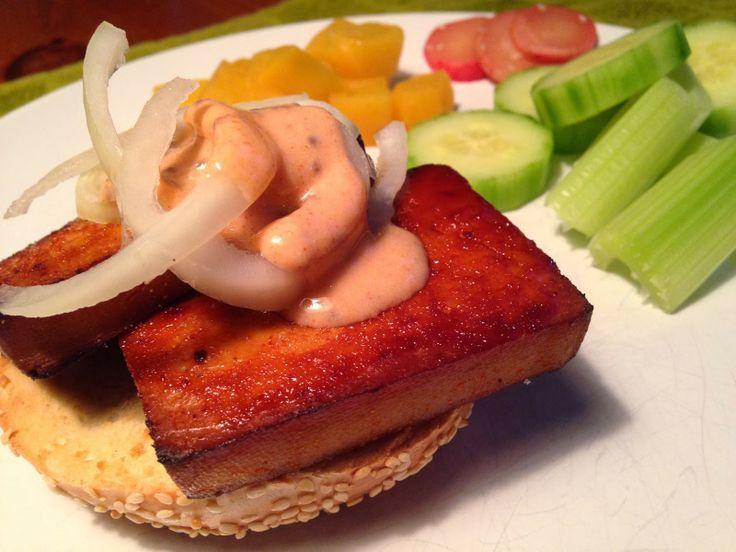 À porc egal: Sandwich au tofu grillé à l'érable, sauce louisianaise