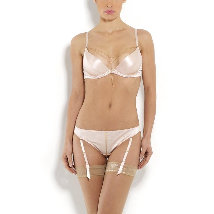 Soutien-gorge ampliforme pour un décolleté plongeant. #lingerie #saintvalentin