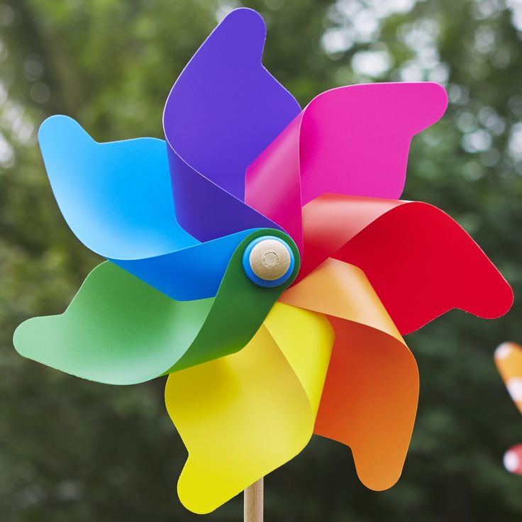 Grande Rainbow up close looking beautiful! #whirlywindmills #pinwheels #celebration #decoration #party #colour #rainbow