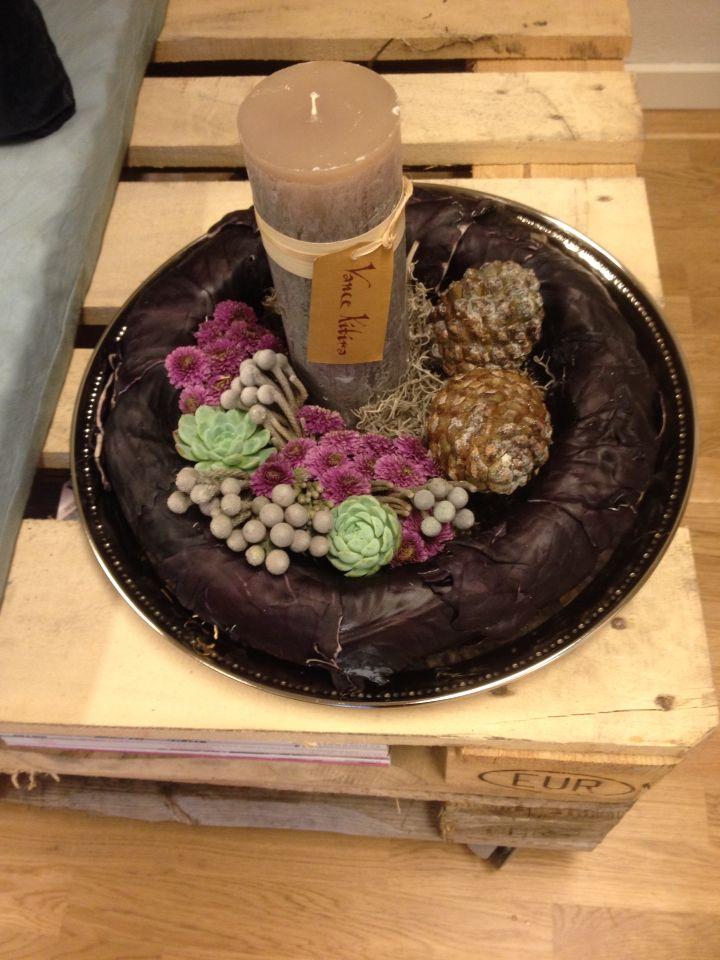 Red cabbage, pine-cones and Vancekitira lighthttp://livingbyvanja.dk