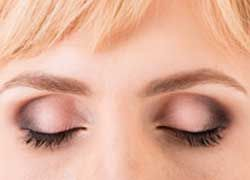 6 Tips on How to Make Eyelashes Grow!