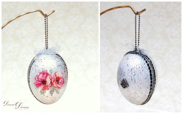 A decoupage silver poppy Easter egg Pisanka decoupagepowa by www.facebook.com/Decoudream