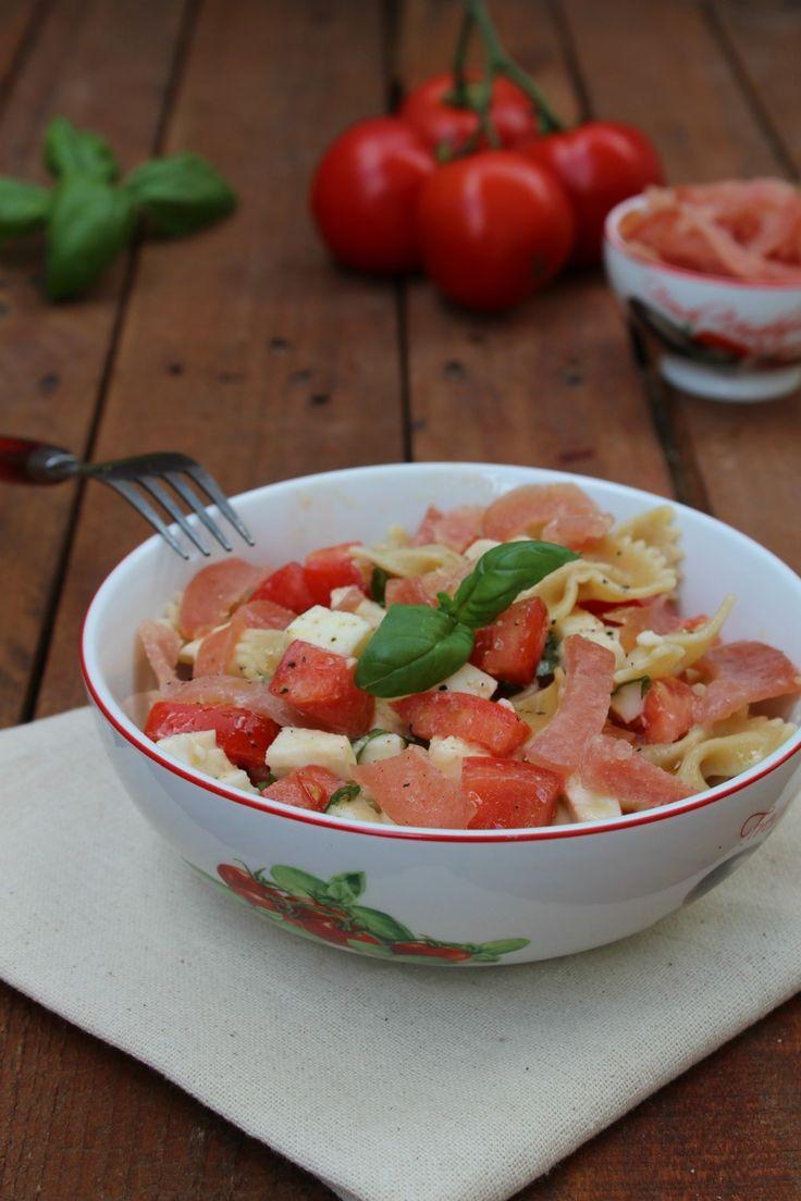 Pasta fredda con pomodorini e bresaola