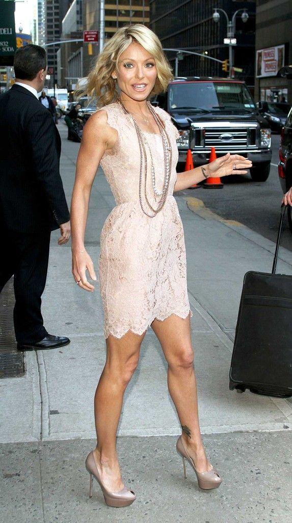 Beautiful Kelly Ripa in a sexy mini dress and heels. ... #KellyRipa
