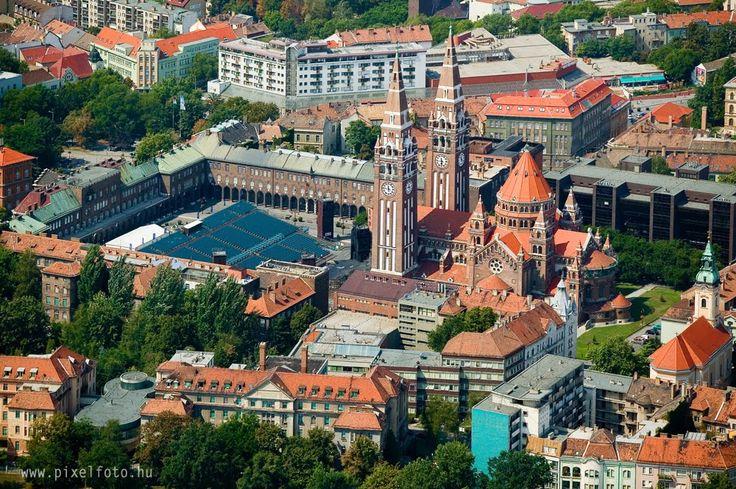 Szeged Dóm tér - Szabadtéri játékok nézőterével