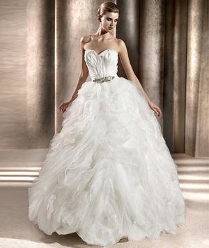 feathered bodice and organza bottom in this pronovias bengasi used wedding dress smartbrideboutique