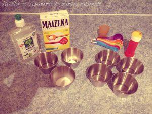 - 4 doses d'eau - 1 dose de sucre - 1 dose de liquide vaisselle - Facultatif : ½ dose de fécule de maïs environ (type « Maïzena »)