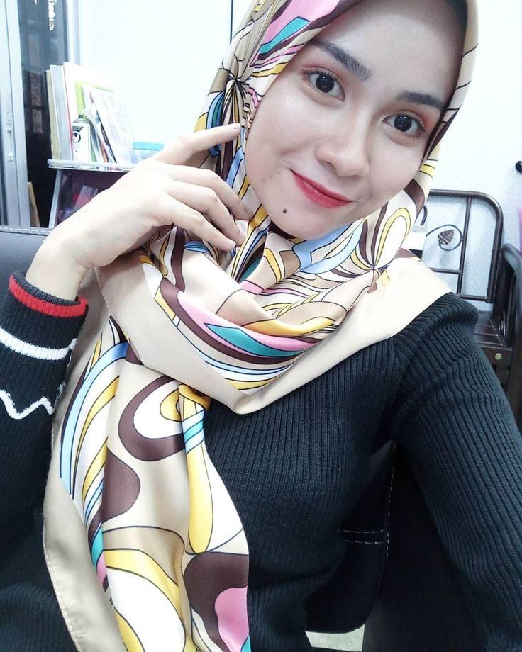 Pin oleh ronny istihardy di Jilbab di 2019 Wanita