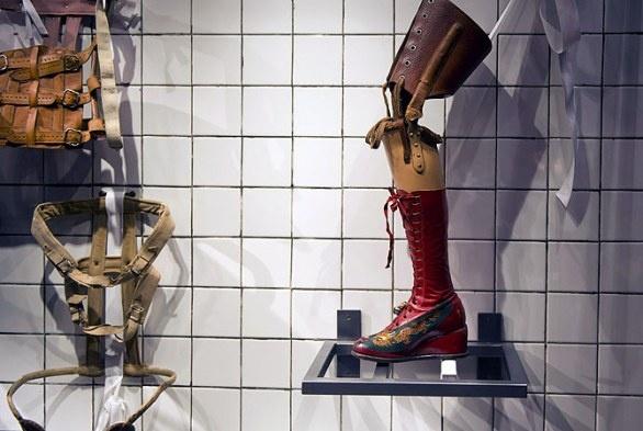 Frida 'Smoke and mirrors', in mostra l'universo intimo della Kahlo