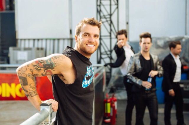 Rian getting photobombed by p!atd. I love Dallon in the background. Reading and Leeds festival 2015