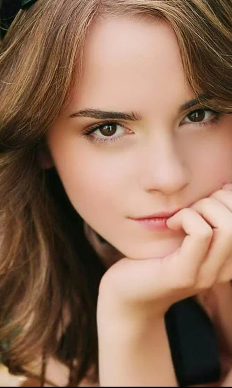 The only stupid people in the world are the people who thinks Emma Watson is not Beautiful