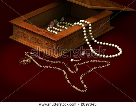 Casket of an ornament pearls brilliants ring chain beads