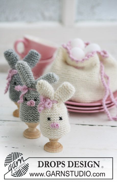 "DROPS Easter bunny egg warmer and egg basket in ""Merino"" and ""Kid-Silk""."
