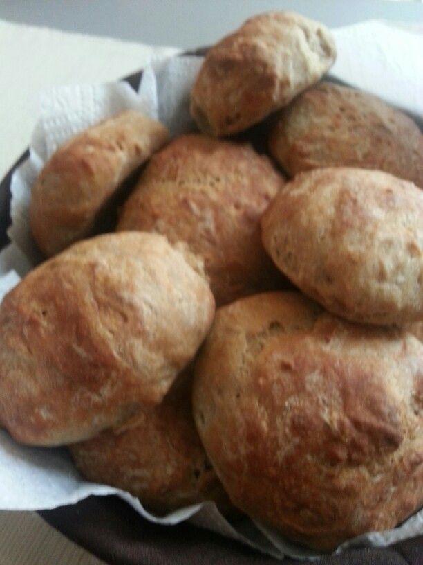 Sicacik cavdar ekmeklerim firindan yeni cikti