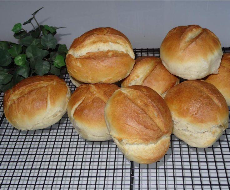 Rezept Landhaus Team Brötchen oder Semmeln von landhaus-team - Rezept der Kategorie Brot & Brötchen