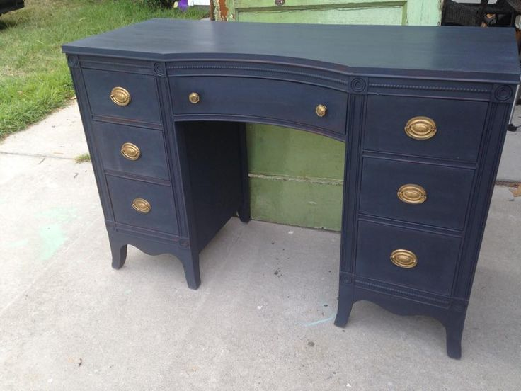 Classic desk in Annie Sloan graphite and Napoleonic blue = navy. Love the sophistication of the original gold hardware. https://www.instagram.com/shabbybluelady