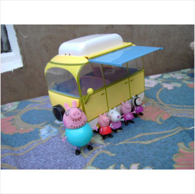 Peppa Pig Camper Van and Figures
