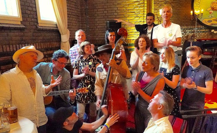 Groepsfoto. Foto gemaakt door Theo Looijmans