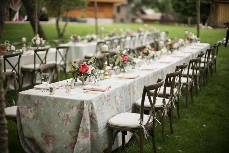 Décoration table mariage rectangulaire de style champêtre ou vintage