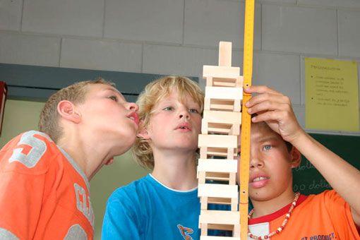 TalentenKracht - Onderzoekprogramma van zeven universiteiten naar de ontwikkeling van talent bij jonge kinderen (3-14j) binnen het domein van wetenschap en techniek. Aan het project werkt een grote groep wetenschappers mee vanuit verschillende achtergronden, o.a. pedagogiek, neuro- en ontwikkelingspsychologie, onderwijskunde, reken- en science-educatie en taalverwerving. Daarnaast zijn ouders, kinderopvang, scholen en vele andere partijen betrokken.