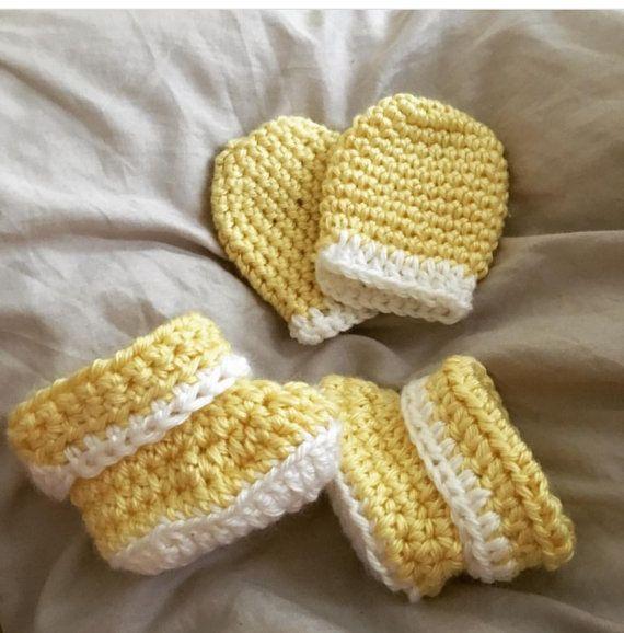 Chausson de bébé et un ensemble de mitaine