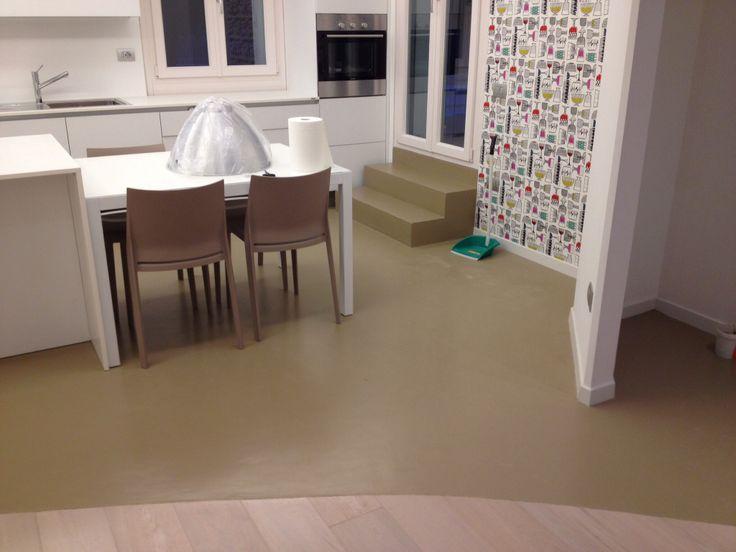 Pavimento in resina nella cucina
