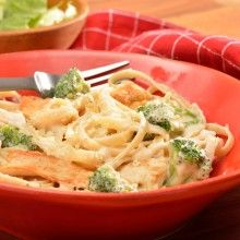 Pile on the pasta! Chicken & Broccoli Alfredo using Ragú sauce will make for a DELISH dish tonight. Serve with garlic bread for a nice touch.