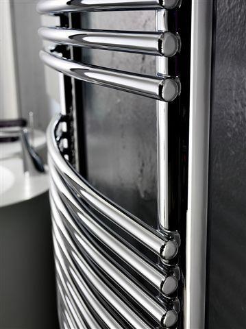 BD Bend: Scaldasalviette in acciaio al carbonio costituito da elementi tubolari dal diametro di 13 mm che piegati danno forma ad una morbida curvatura . Disponibile in diverse dimensioni, oltre 200 varianti cromatiche e anche cromo e oro.